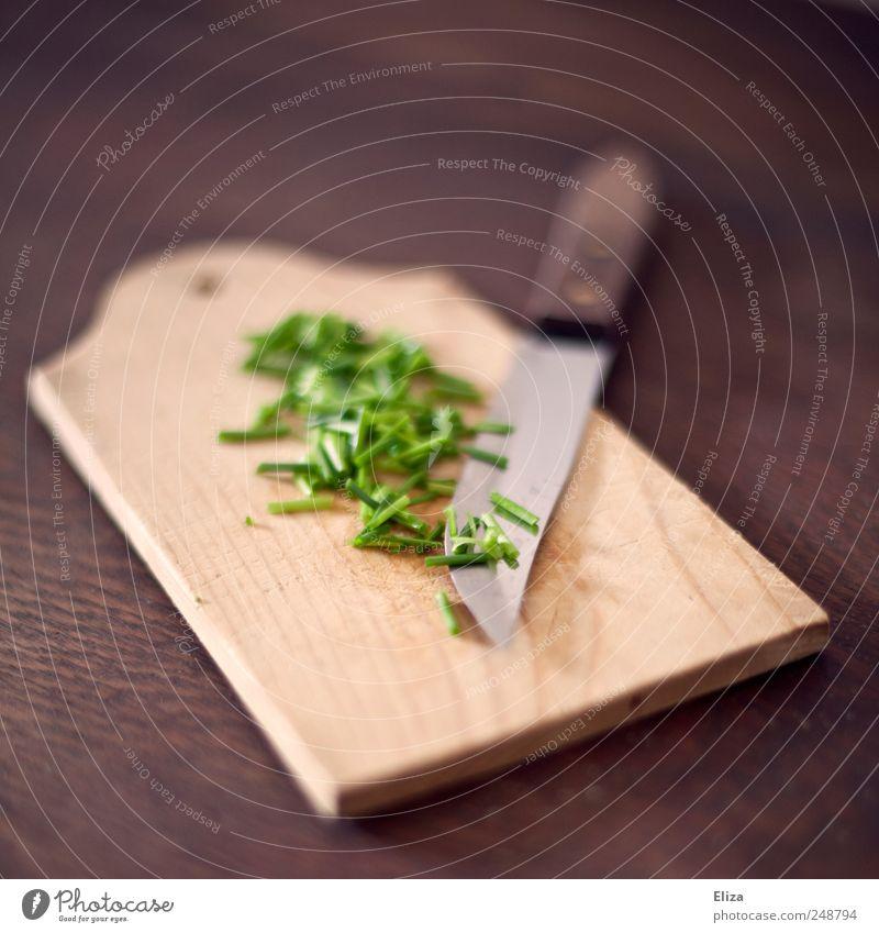 Und dazu ein Butterbrot grün Holz Gesundheit frisch Kräuter & Gewürze lecker Holzbrett Bioprodukte Schneidebrett Messer Vegetarische Ernährung Schnittlauch