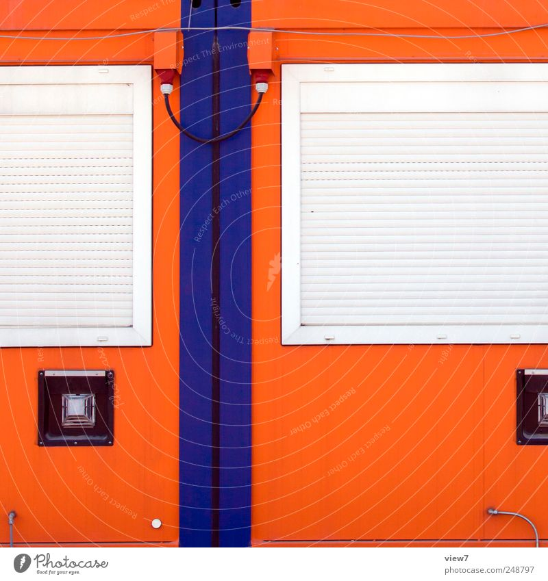 Zusammenhang ruhig kalt Wand Fenster Architektur Mauer Gebäude Metall Linie Fassade geschlossen Ordnung frisch modern Pause