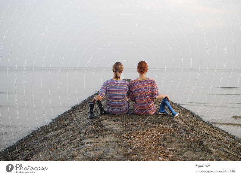 weiter Junge Frau Jugendliche 2 Mensch 18-30 Jahre Erwachsene Natur Landschaft Erde Wasser Himmel Horizont Sommer Nordsee Meer T-Shirt gestreift Gummistiefel