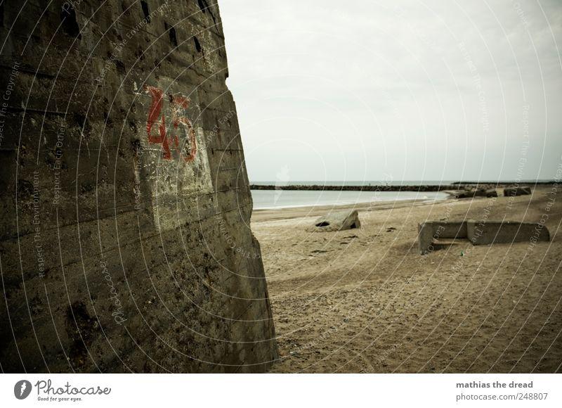 DÄNEMARK - XXXVII Natur Landschaft Wasser Himmel Wolken schlechtes Wetter Wellen Küste Strand Menschenleer Ruine Bauwerk Gebäude Mauer Wand Fassade alt dunkel