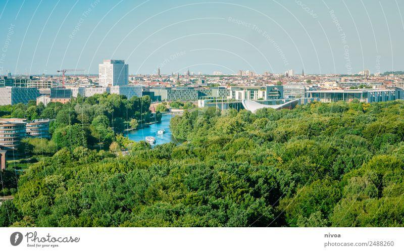 Berlin Panorama mit Tiergarten Lifestyle Design Tourismus Ausflug Ferne Freiheit Sightseeing Städtereise Arbeitsplatz Büro Architektur Medien Wolkenloser Himmel