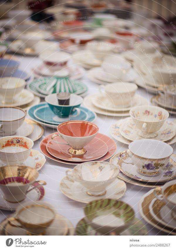 Geschirr auf dem Flohmarkt alt Lifestyle Stil außergewöhnlich Zusammensein Häusliches Leben Design retro einzigartig entdecken Kaffee Getränk trinken rein