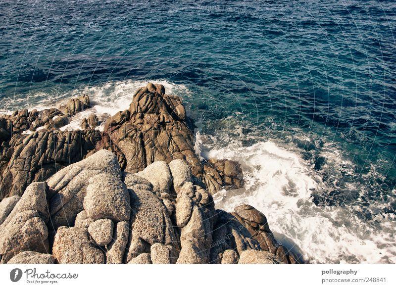 Brandung Natur Wasser blau Sommer Ferien & Urlaub & Reisen Meer Erholung Leben Stein träumen braun Wind nass Felsen Insel frei