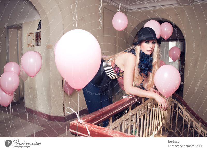 #248844 Frau schön Erholung Leben Erwachsene Stil Party träumen Stimmung Mode Feste & Feiern blond Raum Treppe Lifestyle außergewöhnlich