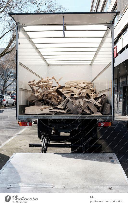 lkw Stadt Haus Straße Wege & Pfade Arbeit & Erwerbstätigkeit Verkehr Baustelle Güterverkehr & Logistik Müll Wirtschaft Verkehrswege Handwerk Fahrzeug Verpackung