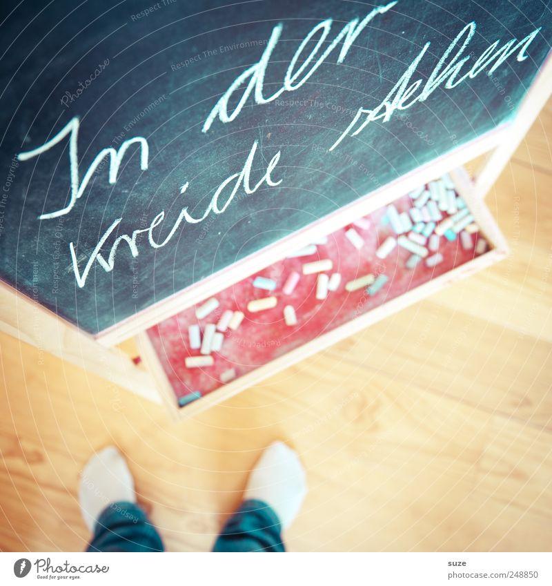 Tafelwerk Freizeit & Hobby Häusliches Leben Kindererziehung Bildung Schule Kindheit Fuß Strümpfe Schriftzeichen lustig klug Kreide Redewendung Handschrift