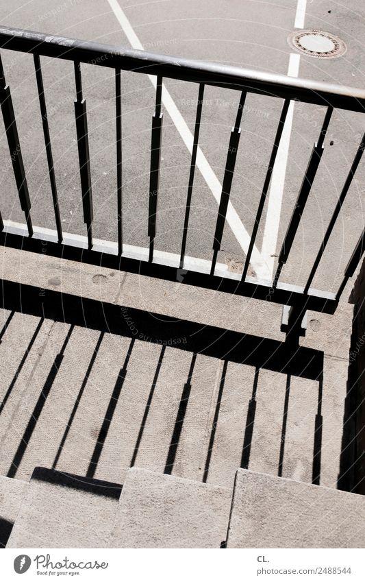 linienspiel Treppe Verkehr Verkehrswege Straße Wege & Pfade Geländer Gully Linie grau komplex Schattenspiel Farbfoto Außenaufnahme abstrakt Muster