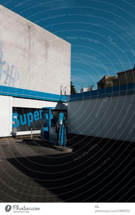 super bild, berlin-kreuzberg Wand Mauer Verkehr Schriftzeichen Schönes Wetter Wolkenloser Himmel Autofahren Umweltverschmutzung Straßenverkehr sparsam