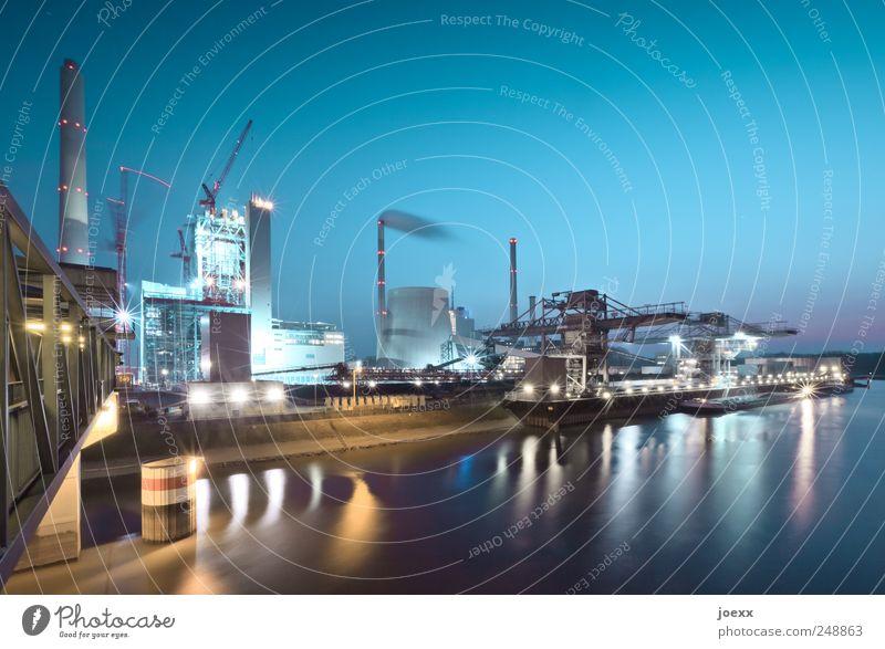 Erzeuger Himmel blau schwarz gelb braun hell Brücke Industriefotografie Wolkenloser Himmel Schifffahrt Schornstein Industrieanlage Heizkraftwerk Wasserfahrzeug