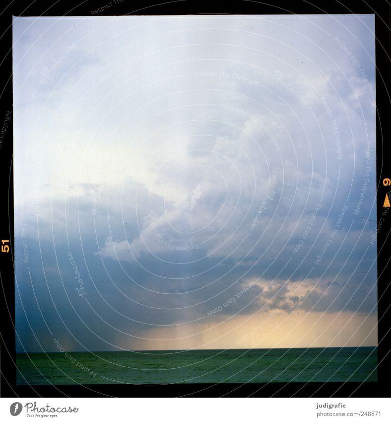 Ostsee Umwelt Natur Landschaft Wasser Himmel Wolken Gewitterwolken Klima schlechtes Wetter Unwetter Küste Meer Darß Wustrow bedrohlich dunkel kalt natürlich