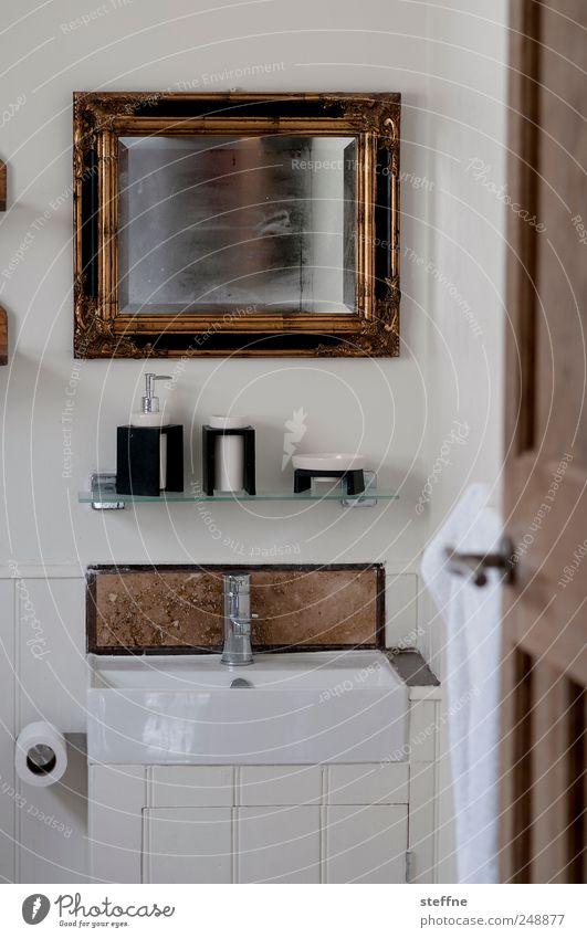 Bad Haus Tür Schwimmen & Baden Gold Spiegel Fliesen u. Kacheln feucht Rahmen Wasserhahn Waschbecken Seife Einfamilienhaus Unter der Dusche (Aktivität)