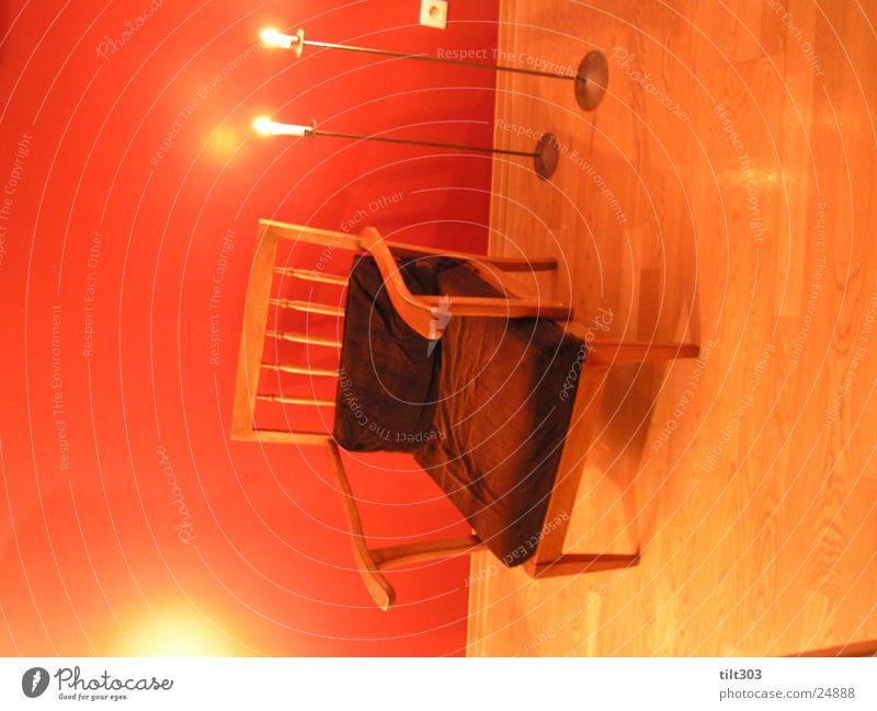 chair in japan Häusliches Leben Stuhl vor roter wand