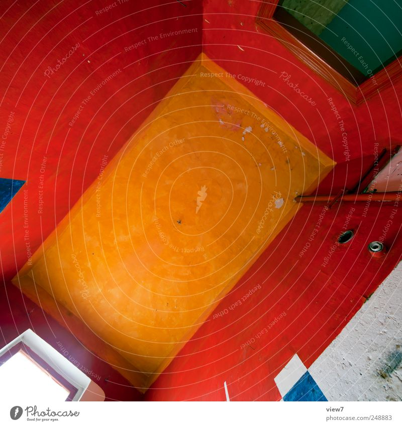 colored ceiling alt Haus Ferne Wand Fenster oben Mauer Stein Linie Tür Raum elegant frisch Fröhlichkeit Innenarchitektur authentisch