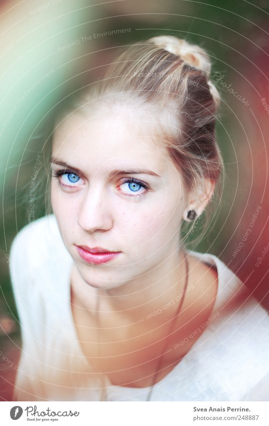Tage wie Sekunden. Mensch Jugendliche schön Erwachsene Gesicht Auge Erholung kalt feminin Haare & Frisuren Glück Zufriedenheit blond Mund natürlich
