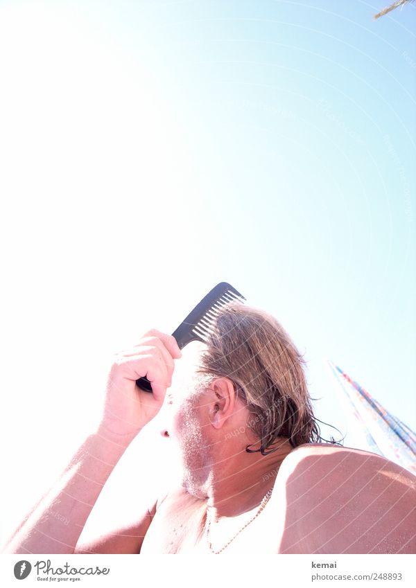 Nach dem Bad Sommer Sonnenbad Mensch maskulin Mann Erwachsene Leben Haut Kopf Haare & Frisuren Hand 1 45-60 Jahre brünett Dreitagebart hell nass blau Haarpflege
