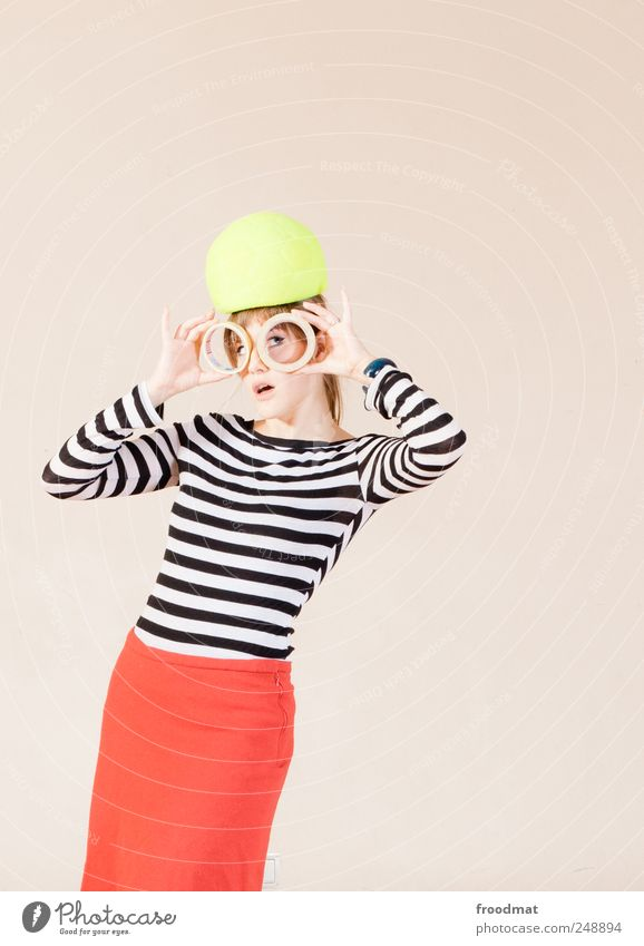 1300 - glotzn uff Frau Mensch Jugendliche schön Freude feminin Erwachsene Mode verrückt retro einzigartig außergewöhnlich Kleid Neugier Kreativität