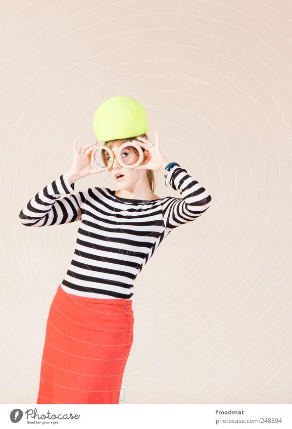 1300 - glotzn uff Mensch feminin Junge Frau Jugendliche Erwachsene Mode Kleid Hut trendy schön einzigartig nerdig Neugier Originalität retro trashig verrückt