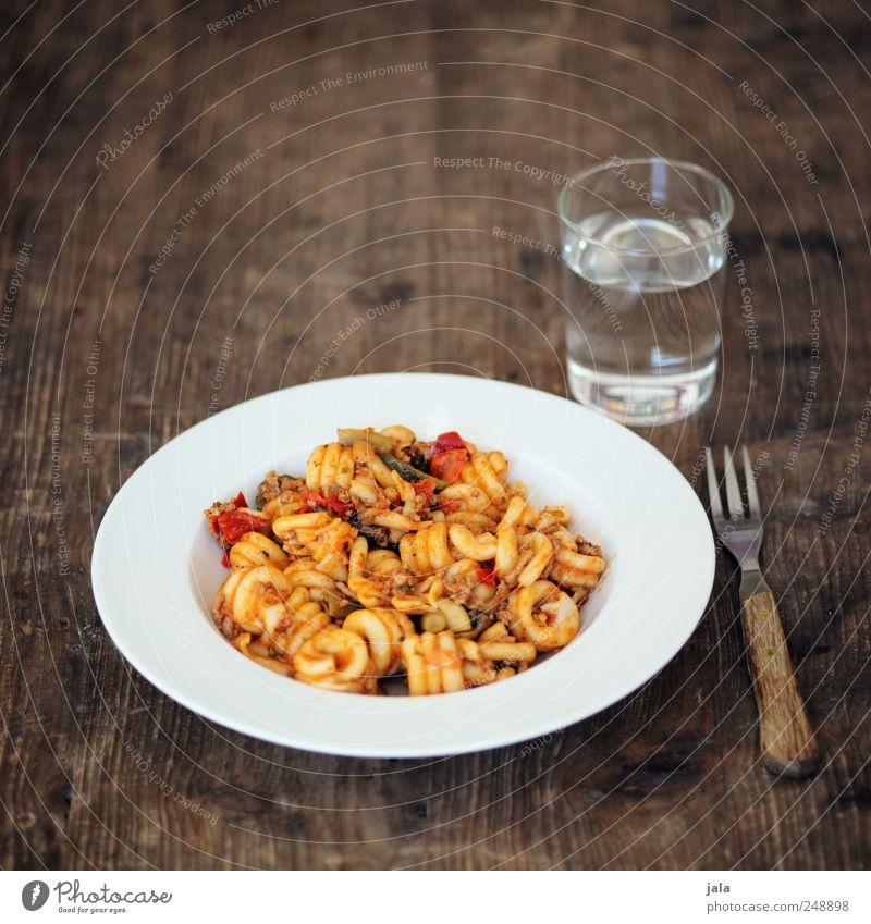 pasta Ernährung Lebensmittel Glas Trinkwasser Getränk Gemüse Geschirr lecker Appetit & Hunger Teller Nudeln Bioprodukte Mittagessen Backwaren Gabel Teigwaren