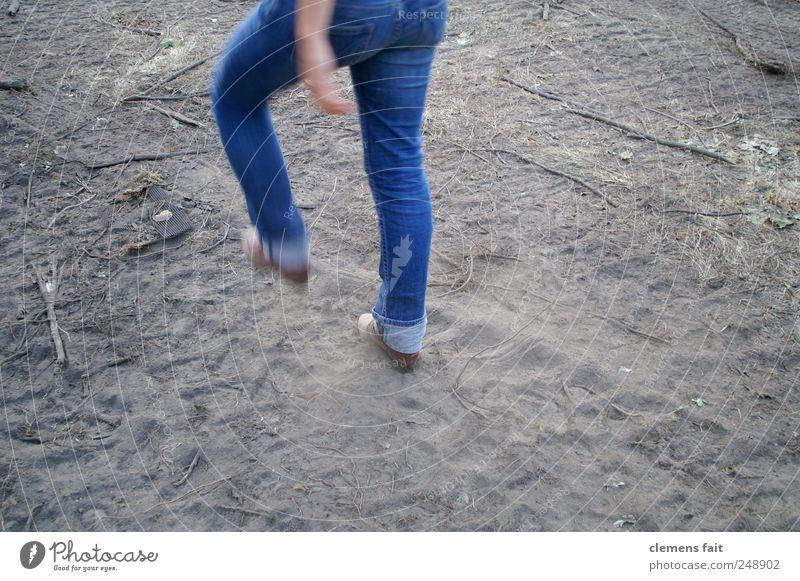 Let's go Mensch Jugendliche blau Erwachsene feminin Beine laufen Beginn 18-30 Jahre Hose Junge Frau selbstbewußt Fortschritt Wege & Pfade marschieren