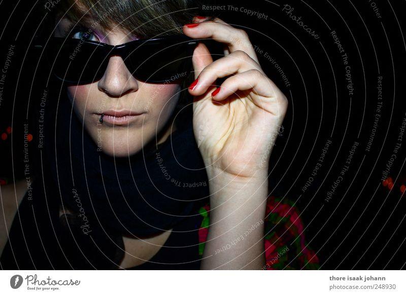 Ooh La La Mensch Hand Jugendliche schön Auge feminin Stil elegant Mode Coolness Neugier beobachten Lust Sonnenbrille trendy