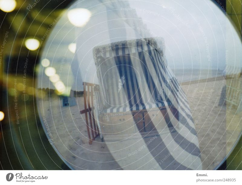 wem genug zu wenig ist, dem ist nichts genug Natur blau Strand Sand Küste analog Doppelbelichtung Ostsee Strandkorb Lomografie