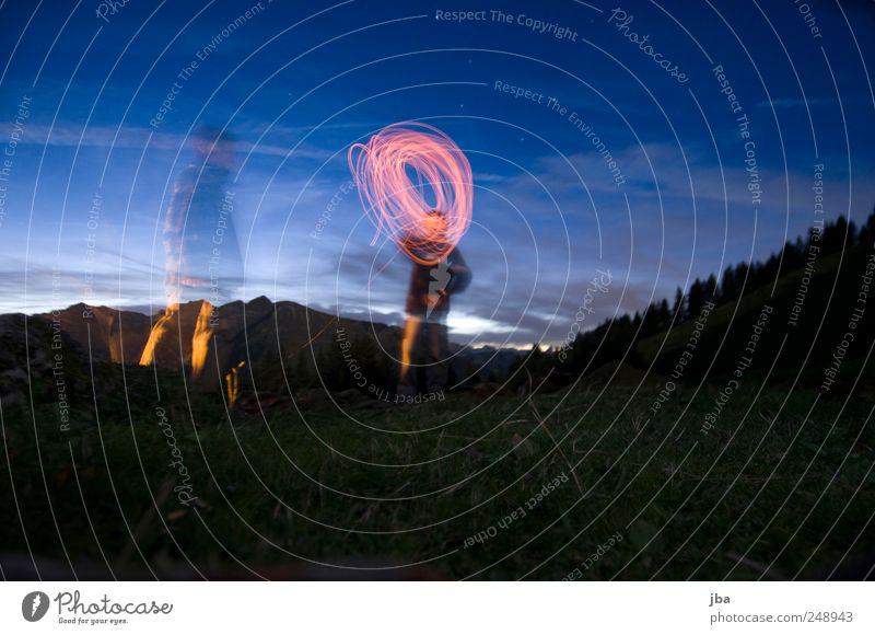 Lichtkreis Wohlgefühl Erholung Ausflug Camping Berge u. Gebirge wandern Nachtleben 2 Mensch Natur Feuer Wasser Nachthimmel Stern Schönes Wetter Wald Alpen