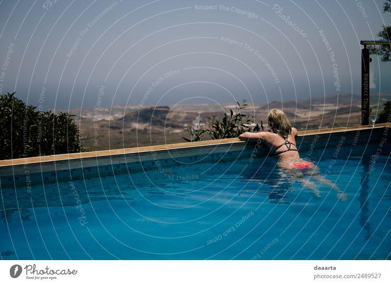 Chillin Freude Leben harmonisch Freizeit & Hobby Ferien & Urlaub & Reisen Ausflug Abenteuer Freiheit Sommer Sommerurlaub Sonne Traumhaus Schwimmbad feminin