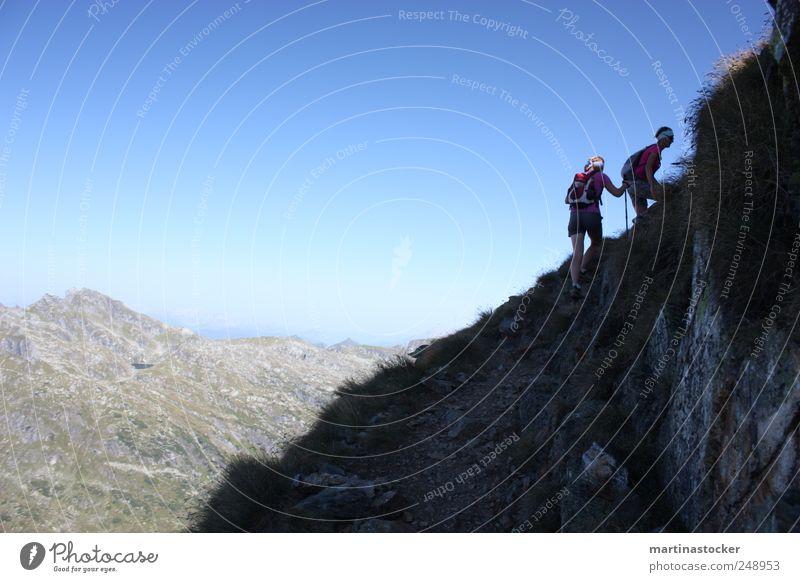 schau die sun sie kumt.. Mensch Natur blau Sommer Ferne Umwelt Landschaft Sport Berge u. Gebirge Freiheit Bewegung Gras Felsen wandern Ausflug frei