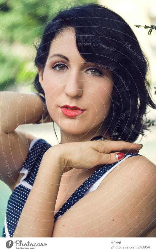 she's a lady Mensch Jugendliche schön Gesicht feminin Stil Erwachsene Kosmetik 18-30 Jahre Schminke schwarzhaarig Fünfziger Jahre