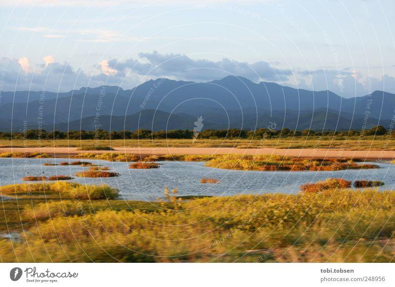 Spätsommer Landschaft Pflanze Erde Sand Wasser Horizont Sommer Herbst Klima Schönes Wetter Dürre Gras Sträucher Wiese Hügel Berge u. Gebirge Bucht Meer Moor