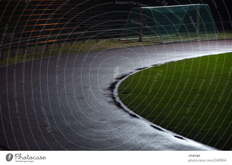 Laufbahn dunkel Bewegung Wege & Pfade nass feucht Karriere Stadion Fußballplatz Lebenslauf Fußballtor Flutlicht Leichtathletik Sportstätten