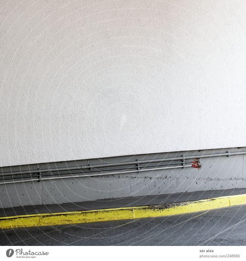 Felge vs. Bordstein Elektronik Handwerk Baustelle Parkhaus Gebäude Tiefgarage Mauer Wand Fassade Einfahrt Bordsteinkante Fußgängerzone Straßenverkehr Stein