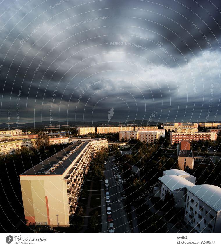 Canyonland Himmel Stadt Wolken Haus Ferne Straße dunkel Wand Berge u. Gebirge Mauer PKW Gebäude Deutschland Horizont Fassade hoch