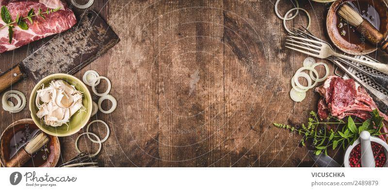 Hintergrund mit Fleisch und vintage Küchenutensilien Lebensmittel Kräuter & Gewürze Ernährung Mittagessen Abendessen Picknick Geschirr Schalen & Schüsseln