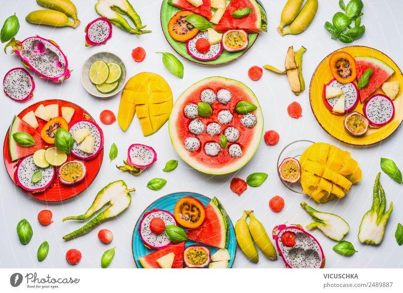 Verschiedene tropische Früchte und Obst als Bowls Lebensmittel Salat Salatbeilage Frucht Orange Ernährung Frühstück Bioprodukte Vegetarische Ernährung Diät