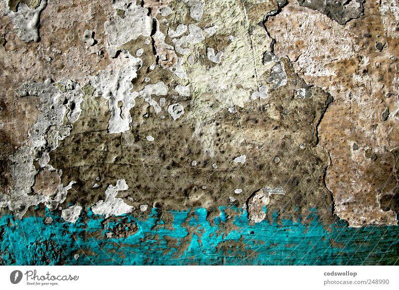on stormy seas and far away Mauer Wand alt blau grau ästhetisch chaotisch Verfall Putz bemalt Seelandschaft Vergänglichkeit Farbfoto Muster Strukturen & Formen