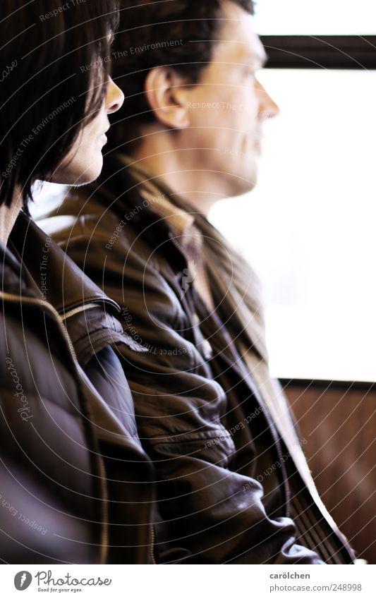 zwei eins maskulin feminin Frau Erwachsene Mann Paar Partner 30-45 Jahre 45-60 Jahre braun Partnerschaft Zusammensein Zusammenhalt ernst Gedanke Perspektive