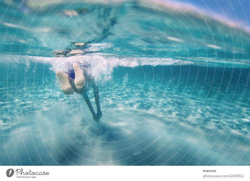 nasse Füße Mensch Natur Wasser Meer Ferien & Urlaub & Reisen Sommer Freude Leben Sport Junge springen Sand Beine Fuß Kindheit Freizeit & Hobby