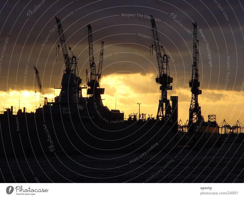 Hafen Wolken Kran Meer Physik dunkel Sonnenaufgang Sonnenuntergang Elektrisches Gerät Technik & Technologie Hamburg Himmel Schif Wasser