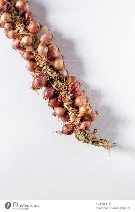 Blumenstrauß aus frischen roten Zwiebeln Lebensmittel Gemüse Vegetarische Ernährung Diät Gesunde Ernährung Tisch natürlich grün Entzug Hintergrund vereinzelt
