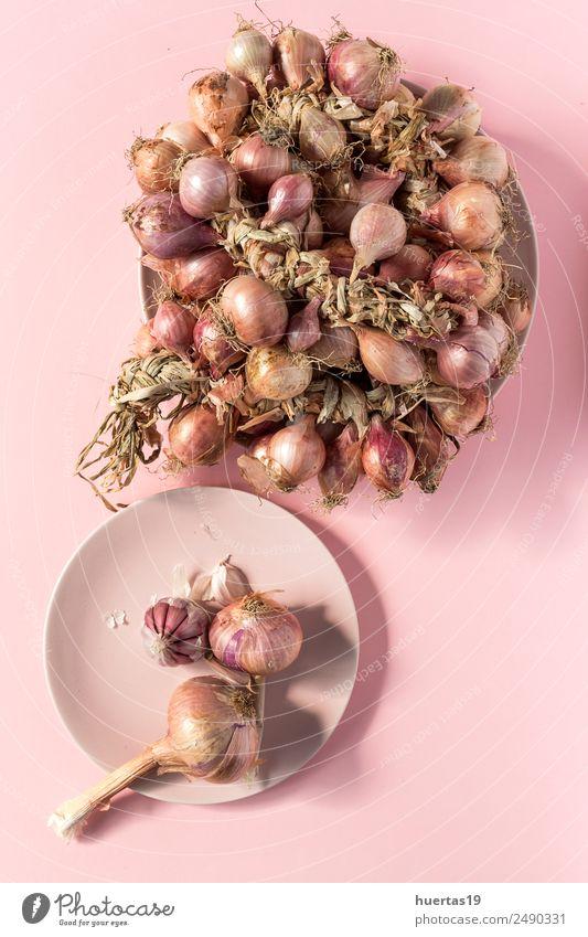 Blumenstrauß aus frischen roten Zwiebeln Lebensmittel Gemüse Vegetarische Ernährung Diät Gesunde Ernährung Tisch Kunst natürlich grün Entzug Hintergrund