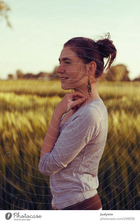 Sarah schön Zufriedenheit Erholung ruhig Sommer Mensch feminin Junge Frau Jugendliche Umwelt Natur Wolkenloser Himmel Schönes Wetter Pflanze Nutzpflanze Feld
