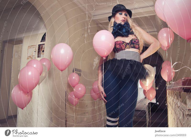 #249069 Frau schön Erwachsene Stil Party Traurigkeit träumen Mode Feste & Feiern Zufriedenheit blond Raum ästhetisch verrückt Coolness Luftballon