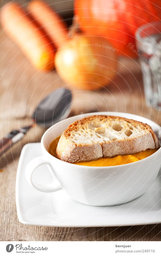 seasonal soup weiß gelb Lebensmittel Zufriedenheit gold Gemüse Tasse lecker Teller Brot Scheibe Suppe Löffel Billig Kürbis Vegetarische Ernährung