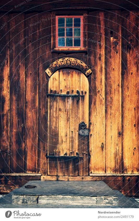 Kirchentür Tourismus Dorf Bauwerk Gebäude Architektur Mauer Wand Treppe Fassade Fenster Tür Sehenswürdigkeit Wahrzeichen Denkmal Holz alt historisch einzigartig
