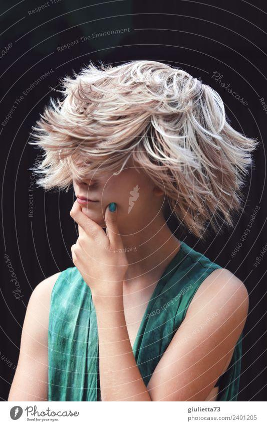 Kurioses | Verrückter Sommer-Haartrend ||| feminin Junge Frau Jugendliche Leben 1 Mensch 13-18 Jahre blond kurzhaarig Perücke trendy einzigartig modern