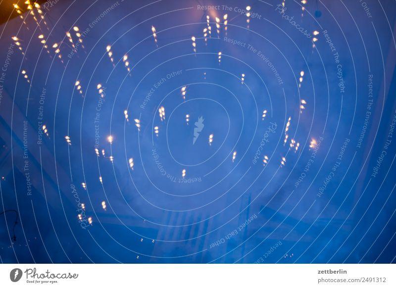 Lichter Himmel Himmel (Jenseits) dunkel Hintergrundbild Party Lampe Textfreiraum Stern Illumination Lichterkette Astronomie Sternbild Astrologie Partynacht