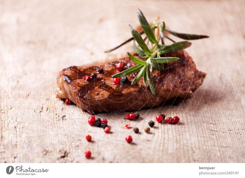 somebody called me sebastian Holz Lebensmittel gut Streifen nah Kräuter & Gewürze diagonal lecker Zweig Fleisch Holzbrett Bioprodukte Steak Pfeffer Rosmarin gebraten