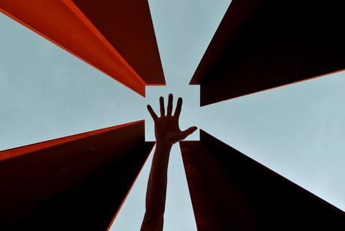 help point Arme Hand Finger 1 Mensch Segnung Silhouette Denkmal Quadrat Himmel Gott Hilfsbereitschaft Christentum Zentralperspektive Farbfoto Außenaufnahme