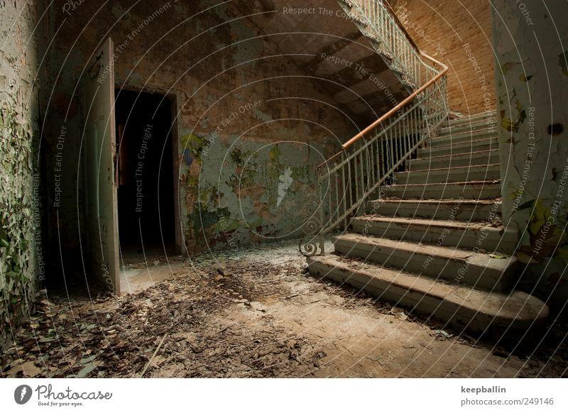b_012 Haus Wand Mauer Gebäude braun Tür Abenteuer Treppe authentisch historisch schäbig Zerstörung Unbewohnt
